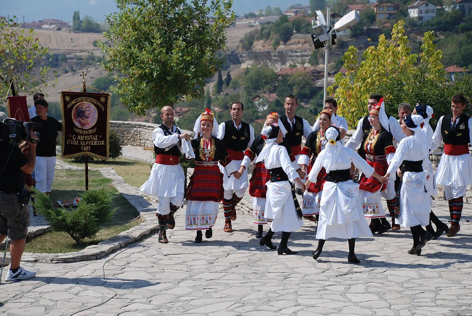 traditional dance in greece