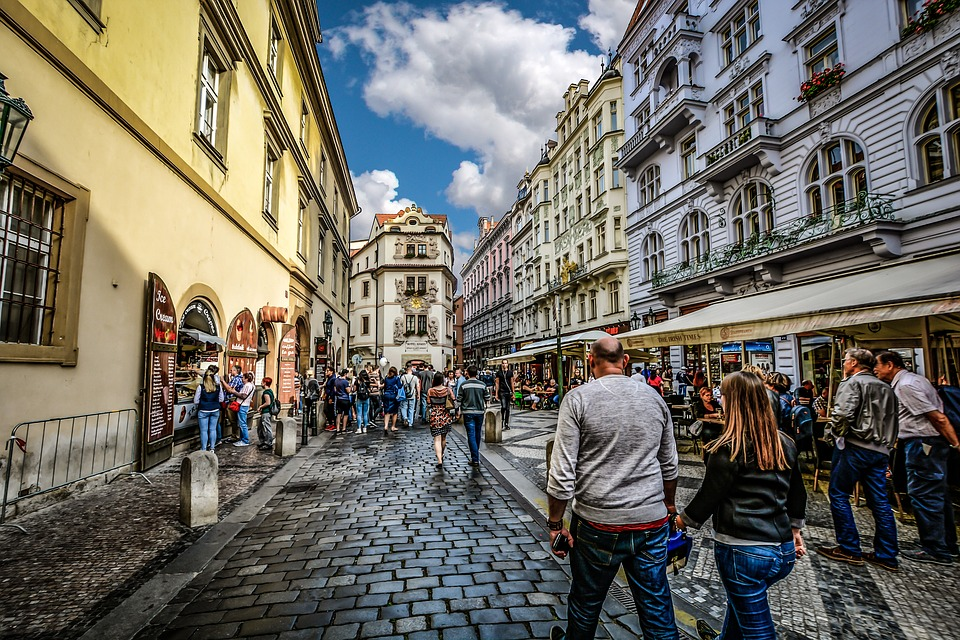 Prague Crowds, tourists in prague, visiting prague, why visit prague, exploring prague, should i visit prague, why not visit prague, explore prague, travel prague, prague streets, streets in prague, architecture in prague