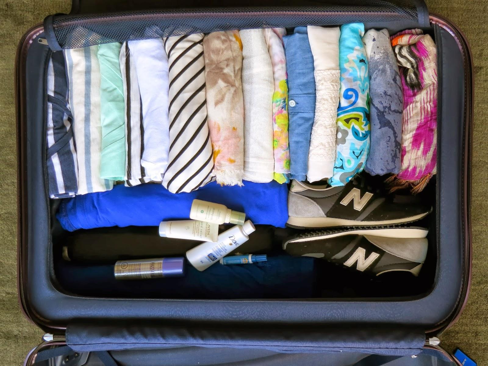 rolling clothes travel packing tips